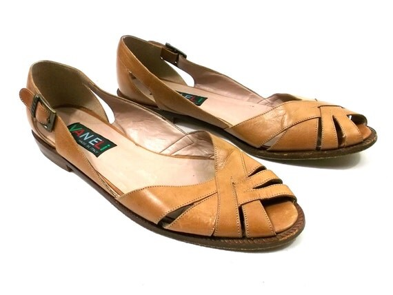Leather Sandals 1980s Salt water type shoes // Van Eli brand womens size 8 // buckle