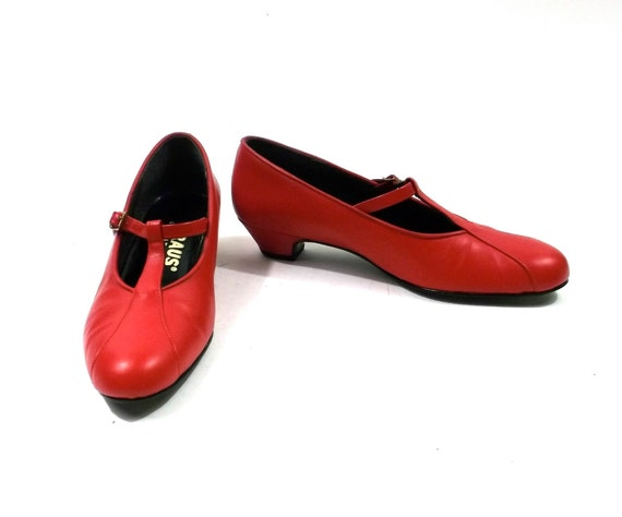 SALE // 1970s True Red Leather Mary Jane T Strap Heels // womens size 8 1/2