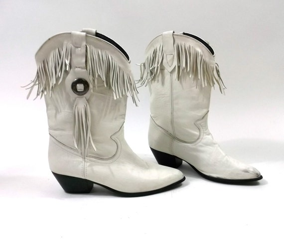 White Boots // Leather Fringe Tassle Western Wear // Cowboy Cowgirl 1980s size 9 womens shoes
