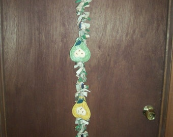 Primitive Whimsical Country Garden Harvest PEARS Rag Swag Garland Door Greeter