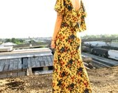 a ray of sunshine. vintage seventies floral maxi dress. size medium