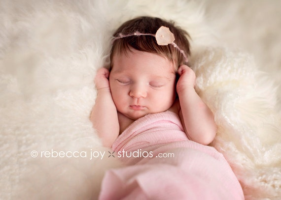 the Fleur - Newborn Headband  - Peachy Pink colour  -  Photo Prop, halo,  flower headband, baby girl, photography prop