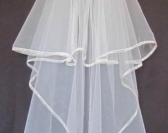 Diamond White (Off-white) Veil -- Cascade Slightly Gathered