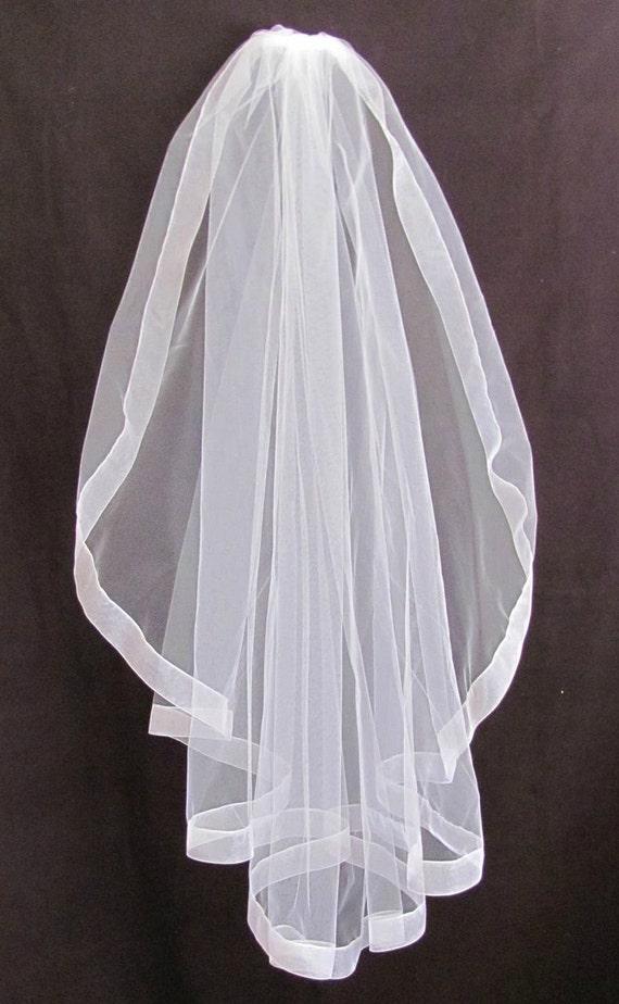 White Bridal Veil Slightly Gathered Single Layer Fingertip With Organza Trim