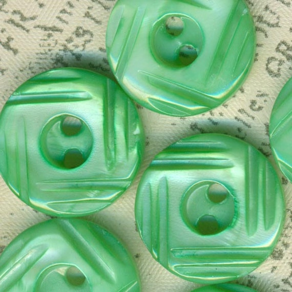 Set of 6 Vintage Tinted or Dyed Soft Green Carved Mother of Pearl Shell Buttons 5/8 Inch MOP Sewing Buttons