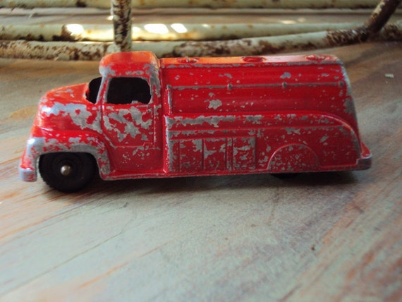 Vtg. tootsie Toy Oil Tanker Truck 3 Cap, No. 23 Chippy Love