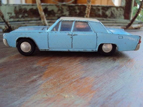 Vtg. Dinky 1960s Lincoln Continental, No. 170