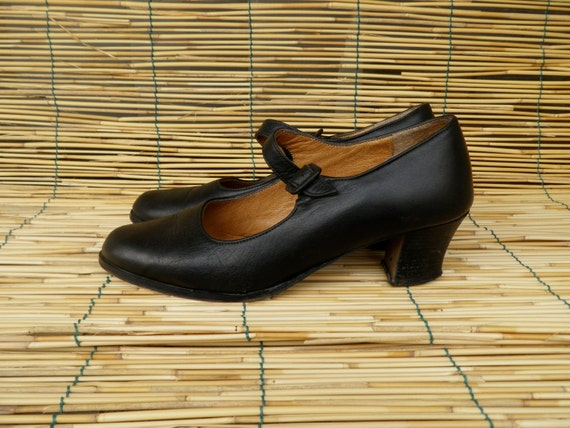 Vintage Lady's 1980's Black Leather Shoes With a Strap Size EUR 38 US Woman 7