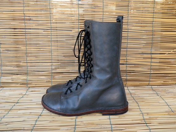 Vintage Lady's Grey Leather  Lace Up Flat Boots  Size: EUR 37 / US Woman 6 1/2