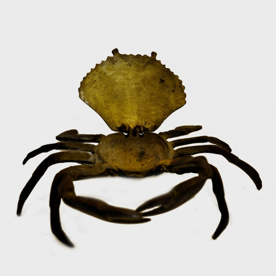 Secretive metal seashore crab pill box