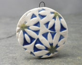 Daisy- handmade ceramic flower pendant 8890