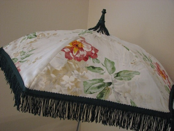 VICTORIAN PARASOL in White Flowered Print Fabric with Dark Green Fringe