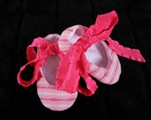 Crib shoes, ballet booties, baby and childrens shoes, pink and white