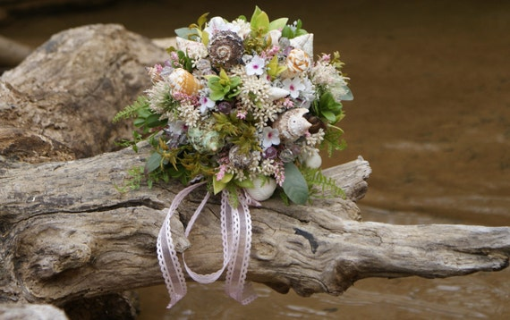 A Seashell Bouquet with Pink accents