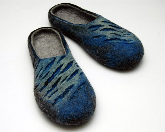 Felted slippers Mens slippers Felted clogs Valenki Blue grey Handmade slippers Men home shoes Unisex slippers Traditional felt Woolen clogs