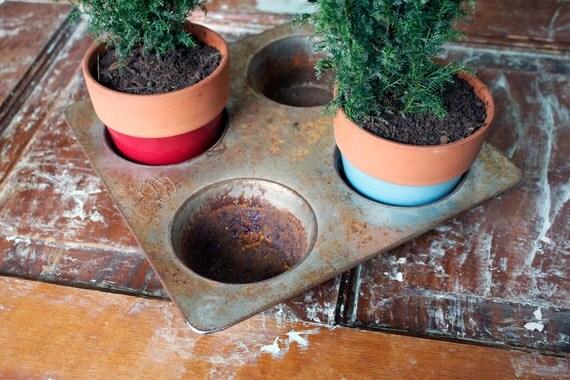 SALE - Vintage Cupcake Tin - 4 Cup Muffin Tin Planter Baking Tin Pan Holder Planter