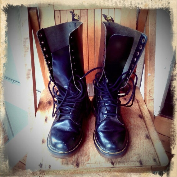 SEATTLE GRUNGE   ///   Dr Marten Tall Black Lace Up Boots