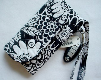 Quilted Wristlet Wallet Carryvall in Black and White Floral