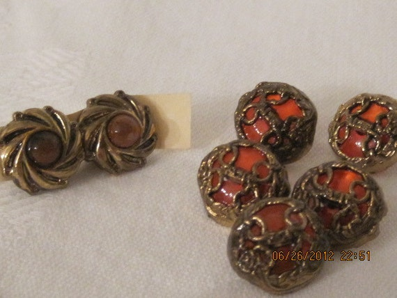 Lot of 7 Vintage Buttons