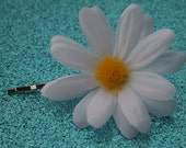 CLEARANCE-White and Yellow classic Daisy