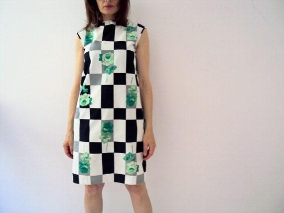 Vintage 60s Shift Dress Green Roses Black White Checks Graphic Floral Cotton Mod Dress