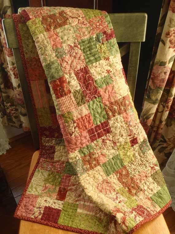 "Scrappy RED & GREEN MEDLEY Small Quilt 35"" x 35"""