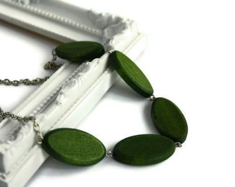 Chunky bead necklace. Forest green necklace with wood beads. Perfect summer fashion. Ready to ship.