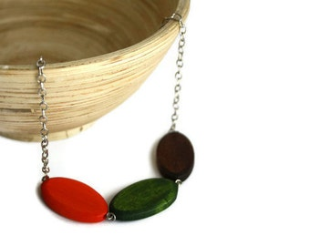 Chunky bead necklace. Trendy necklace with wood beads in brown, forest green and orange.
