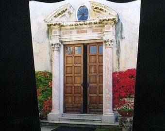 Wastebasket  - Doorway at Villa Monastero