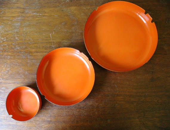 Danish Modern Orange Enamel Ashtray Nesting Set - Cathrineholm And Finel Era Enamelware Bowls