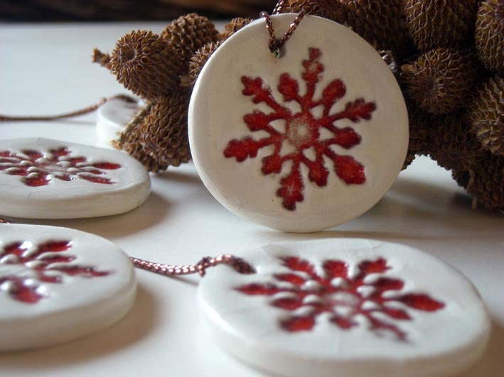 Ceramic christmas ornament red and white set of five home
