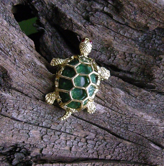 Vintage green stone turtle pin with rhinestone eyes
