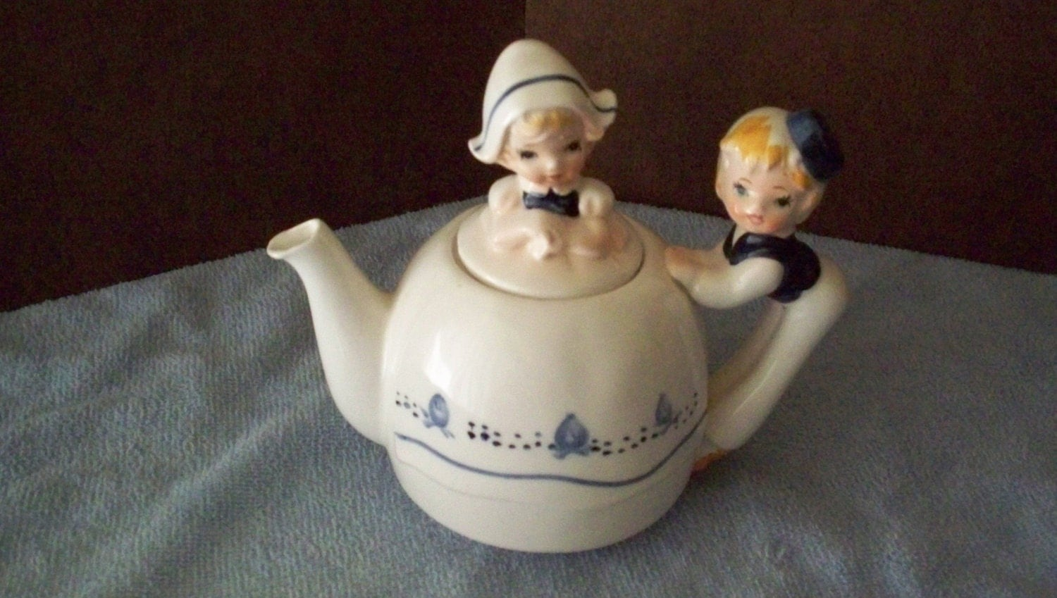 Vintage Dutch Teapot Dutch Girl Amp Boy White And Blue Mint