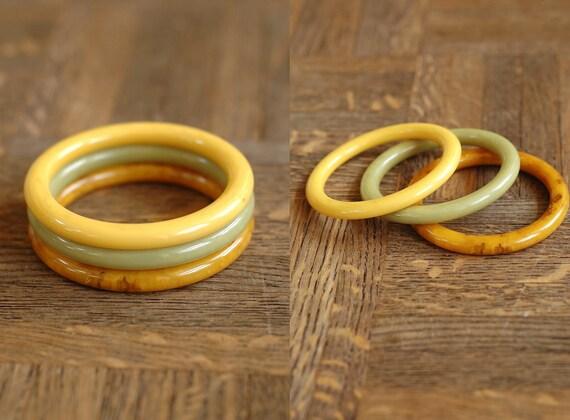 20% OFF SALE / vintage marbled bakelite bracelet set