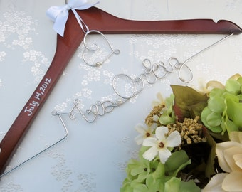 Personalized Hanger for Bride and Bridal Party, Heart Charm or Monogram, Shower Gift, wedding Dress Hanger