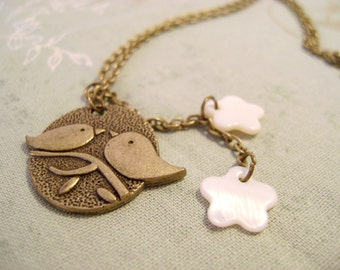 Vintage Birds necklace with two white flowers