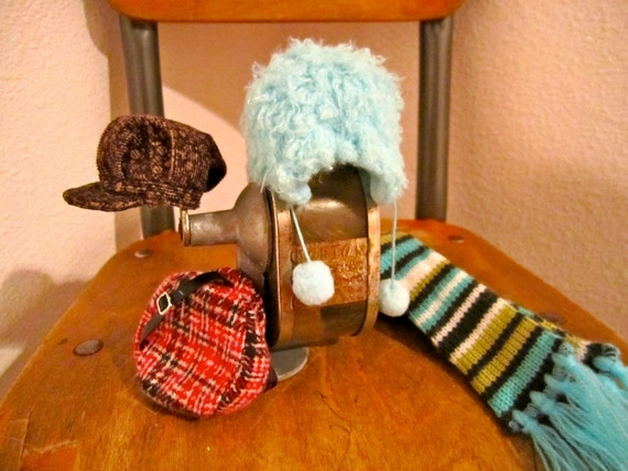Small doll hats and scarf