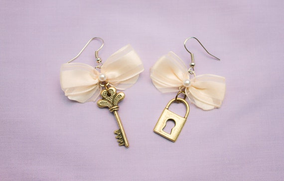 Vintage style lock and key earrings with bows