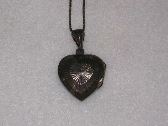 Vintage Sterling .925 Italy Heart Locket Necklace  with Italy .925 Chain