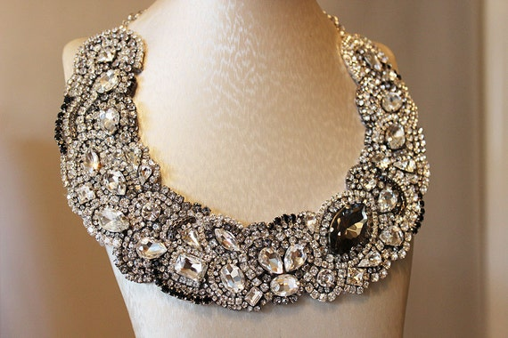 Stunning Gray and Black Crystal Rhinestones Necklace