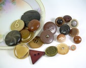 Vintage and Antique Brown Buttons