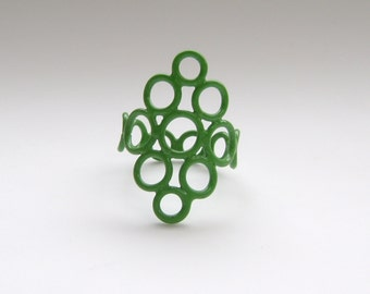 green ring, jump ring, size 5.5, simple delicate circle ring powdercoated in green, metal wire work, SALE 50% OFF