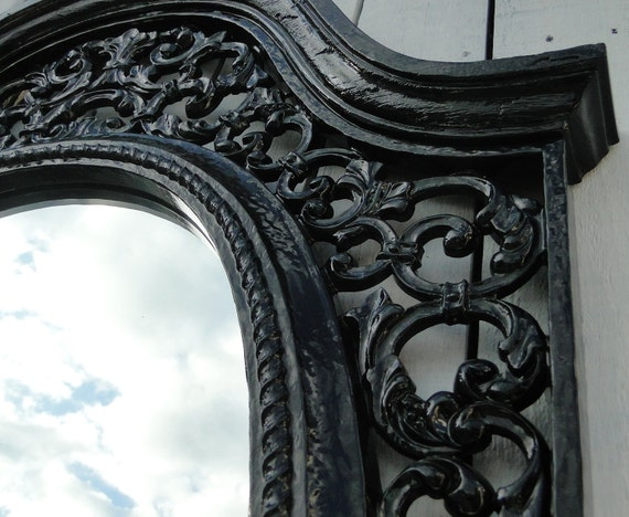 Large vintage ornate baroque oval mirror in glossy black for Baroque resin mirror