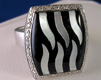 Estate Onyx - Mother of Pearl and Diamond Framed Halo Ring 8.2 grams Zebra look