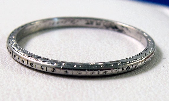 Beautiful Antique Art Deco Platinum Finely Engraved Band - 1929