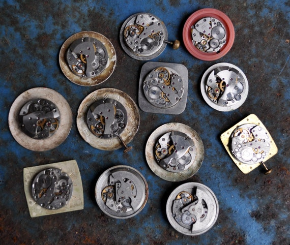 Lot of 12 vintage watch movements with dial.