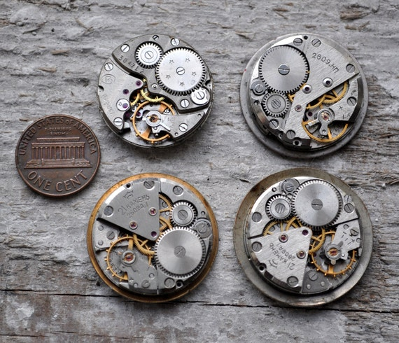Lot of 4 vintage watch movements with dial.