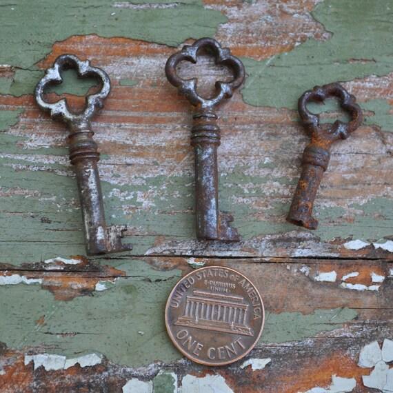 Lot of 3 Vintage metal keys.