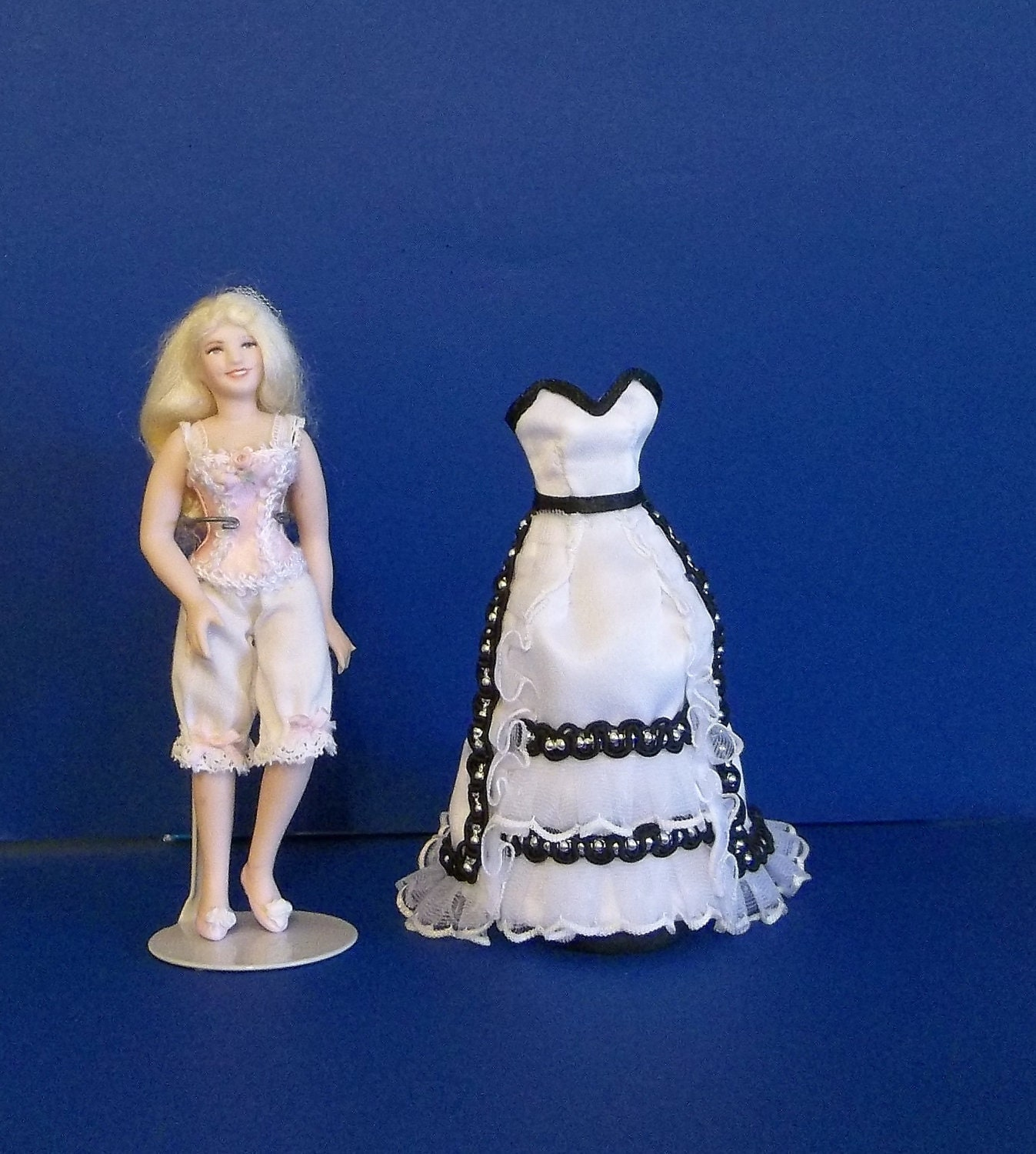 1 12 scale dollhouse miniature wedding dress mannequin for Wedding dress shadow box for sale