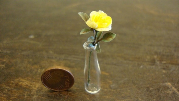 vase with yellow roses